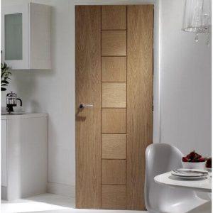 Дървена интериорна модерна врата